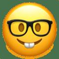 Wajah dengan Kacamata Apple